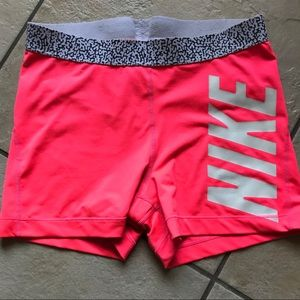 NIKE COMPRESSION SHORTS/ neon pink